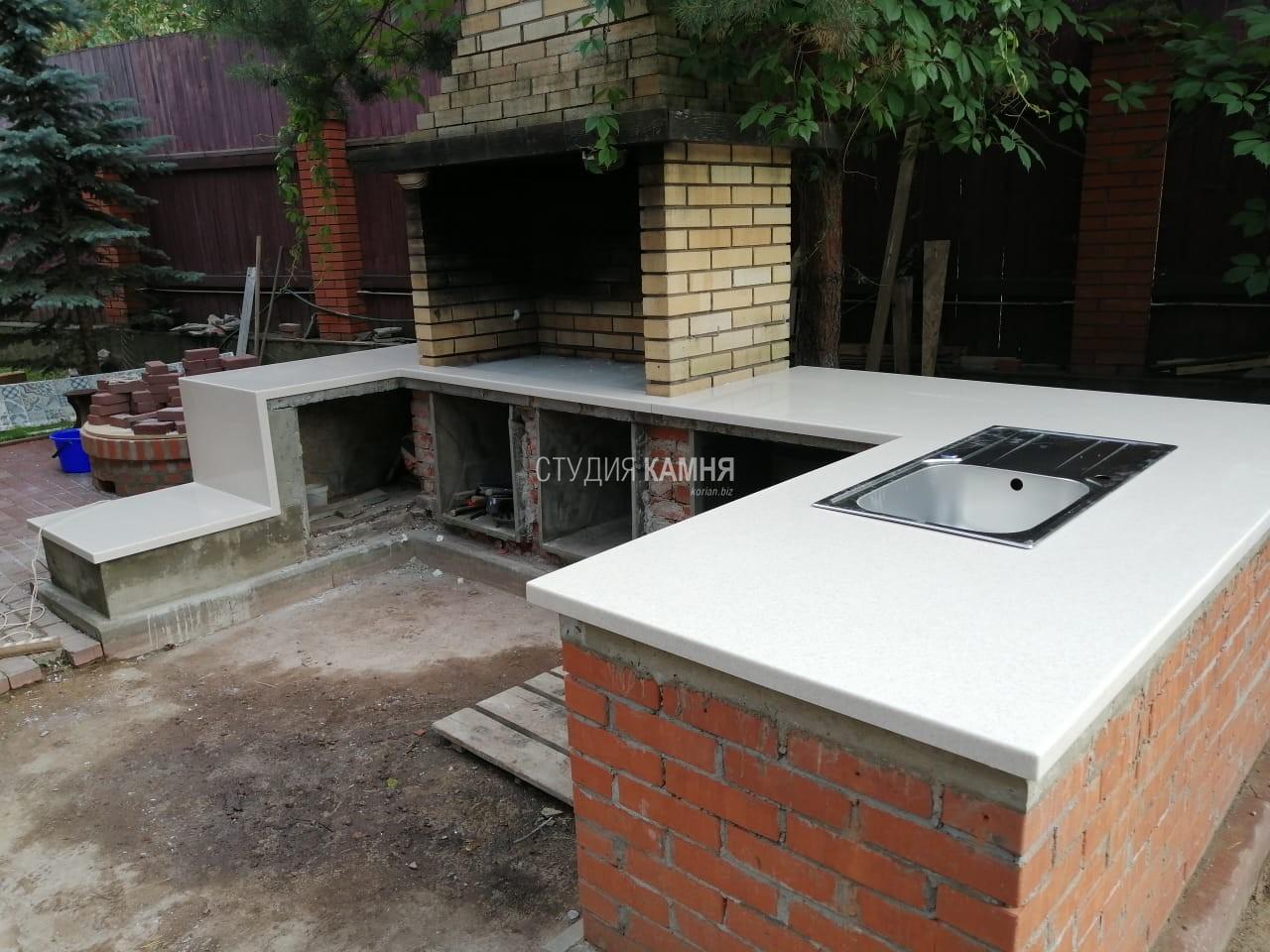 Столешница для летней кухни из искусственного камня