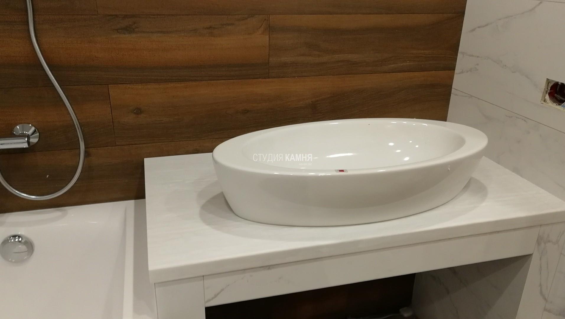 Столешница в ванную комнату белая из искусственного камня