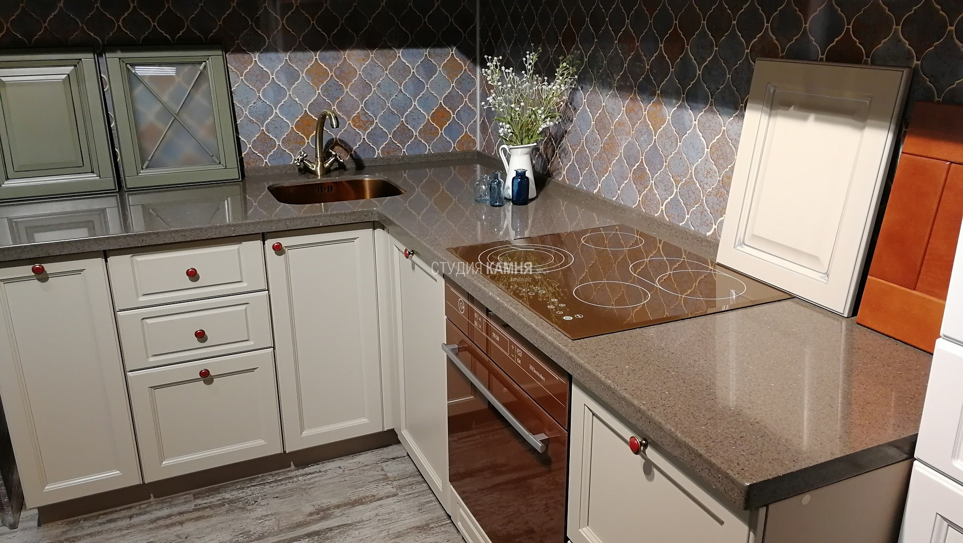 Столешница на кухню серая из искусственного камня