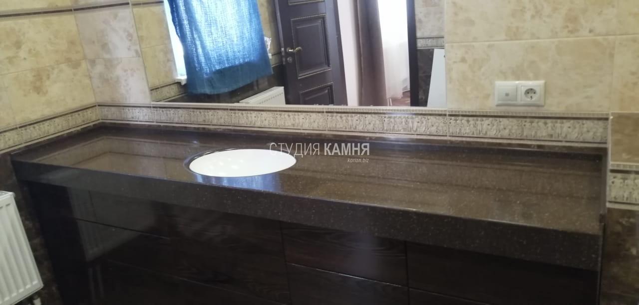 Столешница в ванную комнату с интегрированной белой раковиной