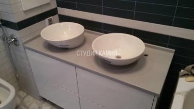 Столешница в ванну с двумя мойками из искусственного камня